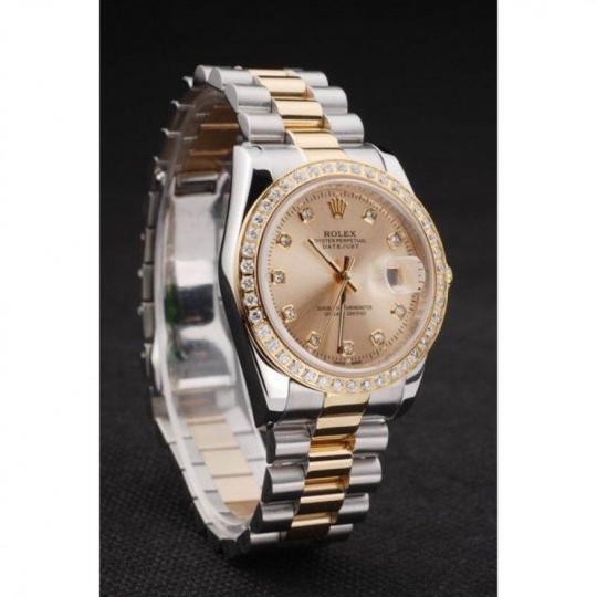 Diamond studded 18k yellow gold bezel