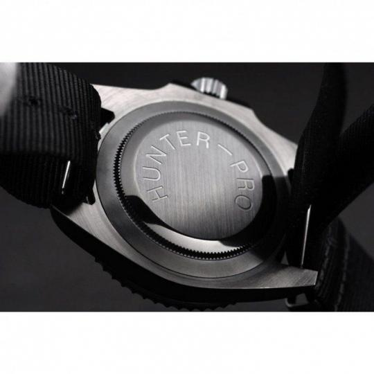 Ion-plated cutwork bezel with engraved luminous 24-hour marker