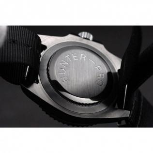Ion-plated cutwork bezel with engraved luminous minute markers