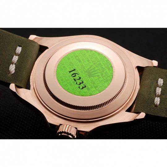 Green bezel with engraved minute markers